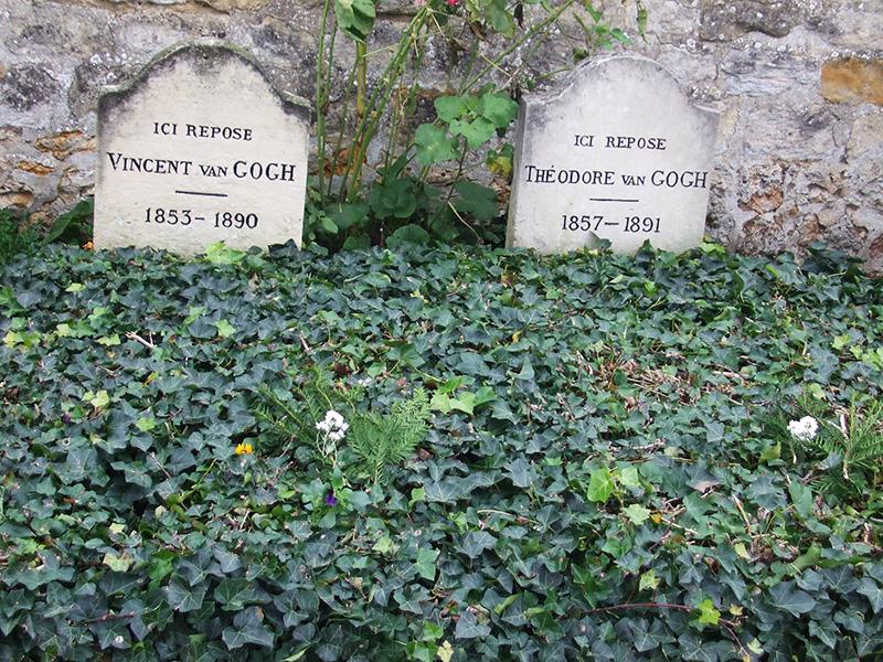 画家ゴッホが晩年を過ごしたホーベル・シェル・オワーズ村にあるゴッホと弟テオの墓