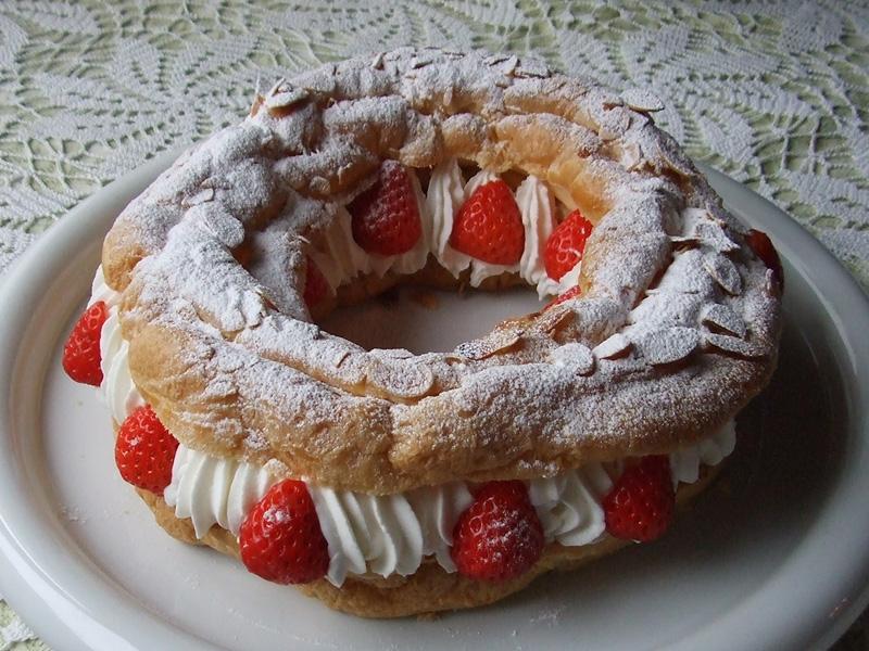 苺のリングシューケーキ